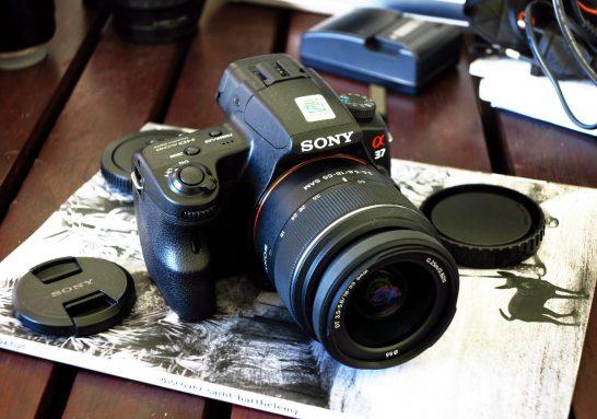 Sony A37 tem resolução de 16 megapixels e faz fotografias panorâmicas em 3D (Foto: Divulgação/Sony)